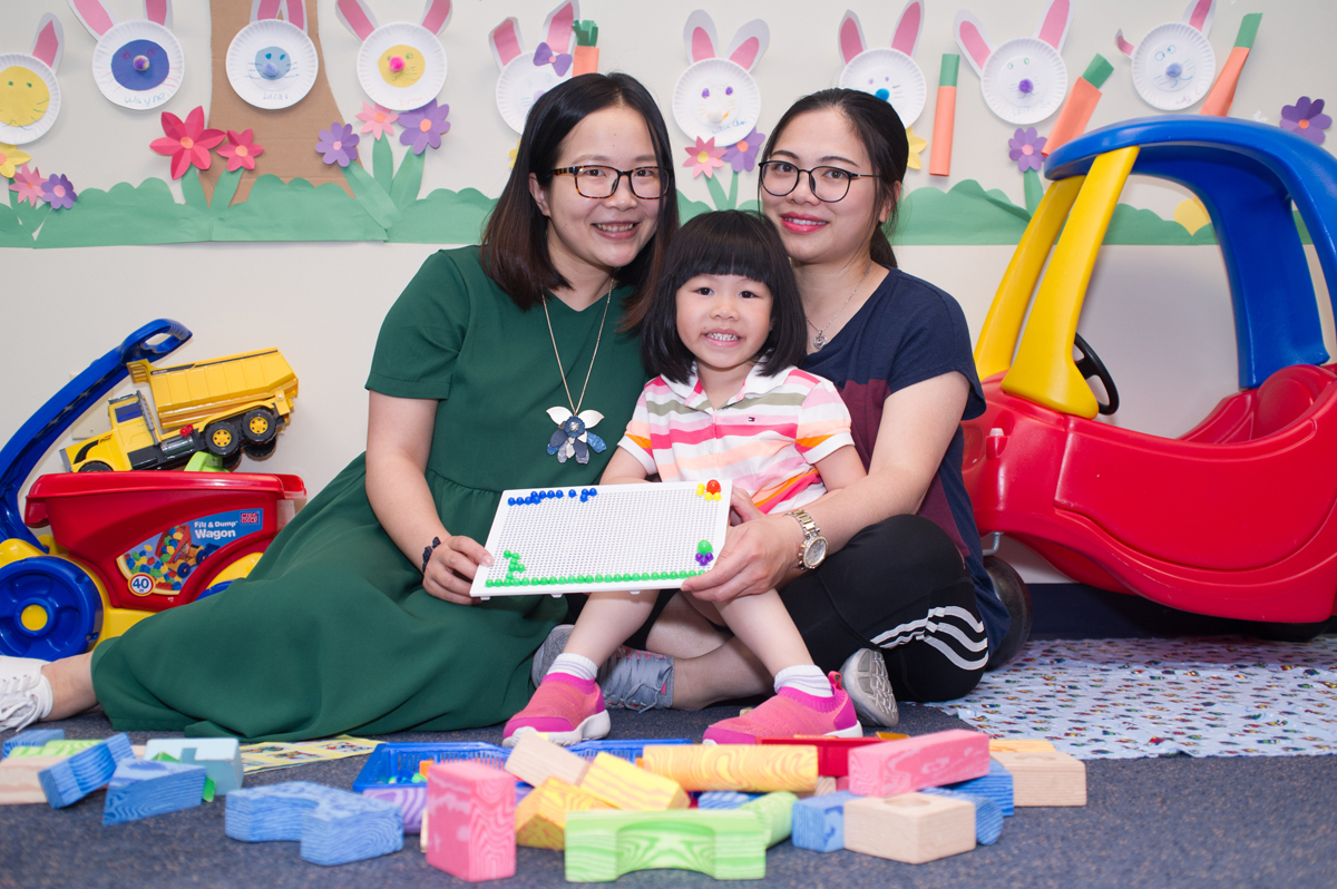 parent-child-home-program-mother-and-child-with-home-visitor